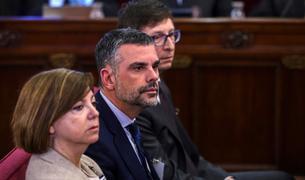 Meritxell Borràs, Santi Vila y Carles Mundó, durante la primera jornada del juicio del 1-O.