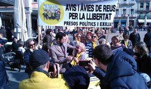 Roger Torrent acompanya als Avis i Àvies de Reus per la Llibertat a la Mercadal