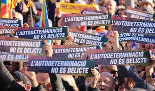 200.000 persones, segons la Guàrdia Urbana, omplen la Gran Via de Barcelona sota el lema «l'autodeterminació no és delicte»