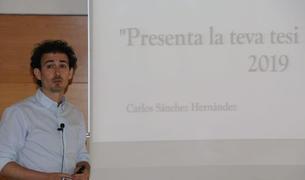 El doctorando de la URV y del IPHES Carlos Sánchez, durante la exposición de su tesis.