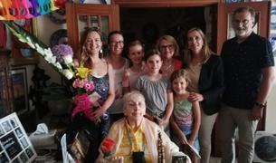 Fotografía del acto del centenario de Maria Boronat, vecina de Valls.