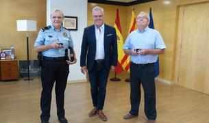 Consol Buj y Joaquim Cazorla con Pere Granados.