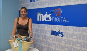 Blanca Iglesias amb la seva cistella.