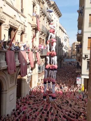 El 3 de 9 carregat per la Vella de Valls durant la diada de Santa Úrsula
