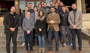 Participantes a la calçotada de la JNC en Valls.