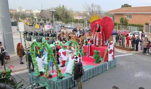 'Les Forques Teatre' con el disfraz de La Reina dels Cors, ganadores del carnaval.