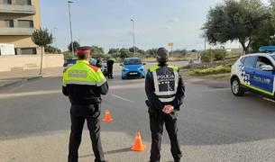 Control policial a Sant Carles de la Ràpita.