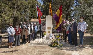 L'homenatge s'ha fet davant el monument commemoratiu de les víctimes que hi ha al cementiri.