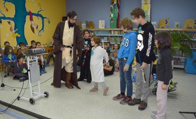 Trobada de petits aficionats d'Star Wars a la Biblioteca Pública de Tarragona
