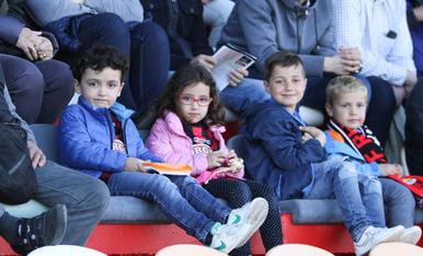 L'afició, durant el Reus-Osca (1).