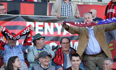L'afició, durant el Reus-Osca (2).