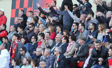 L'afició, durant el Reus-Osca (3).