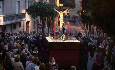 El Crist de les 7 Paraules surt en viacrucis després de ser restaurat