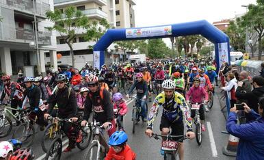 Imágenes de la salida de la 27ª Bicicletada Popular de Tarragona.