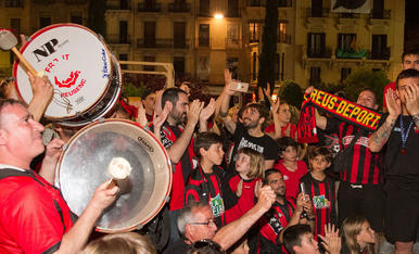 Els jugadors del Reus celebren la Champions a la Plaça Prim (1)