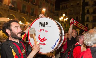 Els jugadors del Reus celebren la Champions a la Plaça Prim (2)