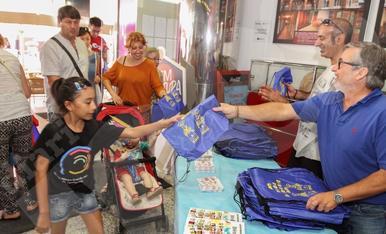 El Diari Més reparteix bosses de Sant Pere a Reus