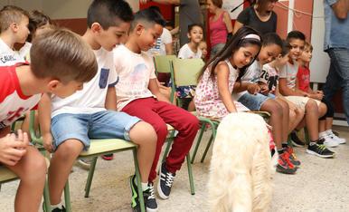 Els nens i els gossos a l'escola Els Àngels