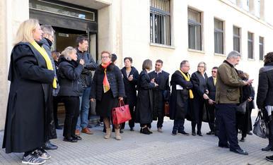 Els advocats llegeixen el manifest davant dels jutjats de Tarragona
