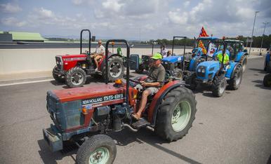 Prop de 250 tractors a la presó de Mas d'Enric en suport a Forcadell