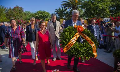 GALERIA: L'ofrena floral de la Diada a Rafel Casanova (1)