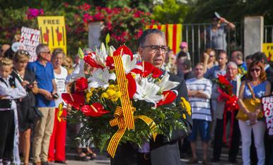 GALERIA: L'ofrena floral de la Diada a Rafel Casanova (4)