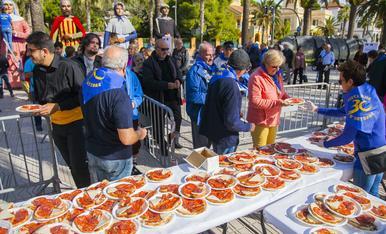 Esmorzar popular a Salou en motiu de les festes del 30 d'octubre
