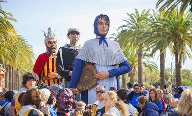 Cercavila dels elements festius de Salou en motiu de les festes del 30 d'octubre