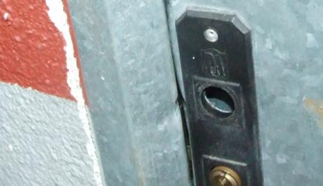 El lladre forçava la porta dels trasters i s'enduia tot tipus de objectes que trobava a l'interior.