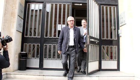 El alcalde de Tarragona, Josep Fèlix Ballesteros, saliente de los juzgados después de declarar por el caso Inirpo el 26 de enero de 2016.