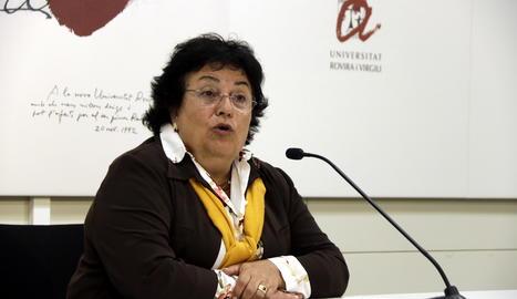 La rectora de la URV, María José Figueras, durant la roda de premsa.