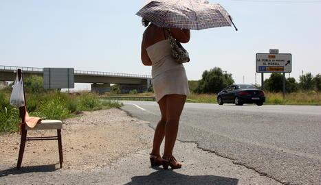 Una chica prostituta en la N-240 entre Tarragona y Valls.