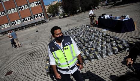 Imagen del dinero, armas y drogas confiscadas en la operación 'Musala'.