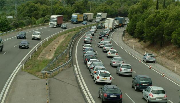 Els camioners provocaran fortes retencions a causa d ela marxa lenta que realitzaran durant la protesta.