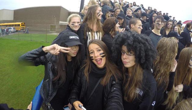 Annia amb els seus companys d'institut als Estats Units.