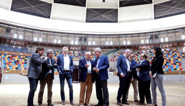El grup d'eurodiputats va visitar la TAP, lloc que acollirà les competicions de voleibol.