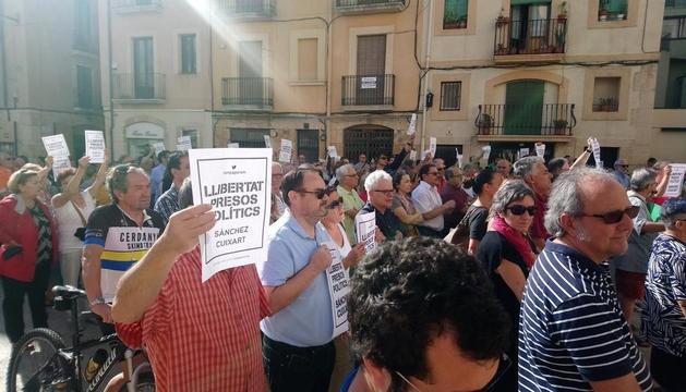 Concentración en la plaza de la Font, delante de el Ayuntamiento de Tarragona.