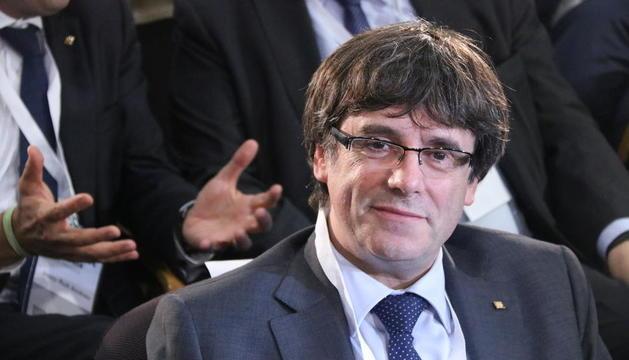 El president, Carles Puigdemont, antes de empezar el Consejo Nacional extraordinario del PDeCAT.