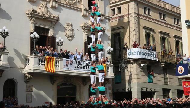 2de8 sense folre dels Castellers de Vilafranca a la diada de Tots Sants.