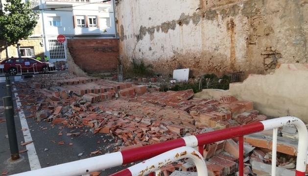 El muro ha quedado completamente destruido.