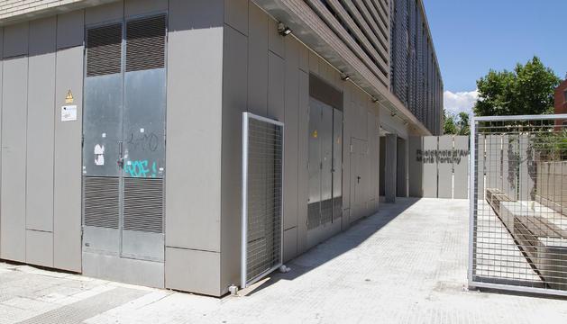 El equipamiento se encuentra ubicado en la calle Escultor Sunyol.