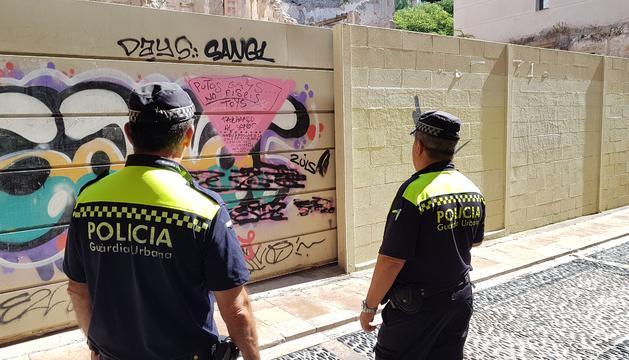 Agents de la Guàrdia Urbana van realitzar ahir un atestat per reflectir oficialment aquest acte.