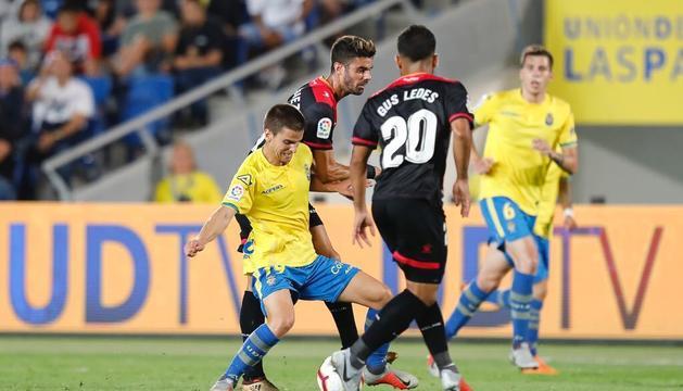Gus Ledes, d'esquenes a la imatge, durant el duel disputat aquest diumenge a Las Palmas de Gran Canària.