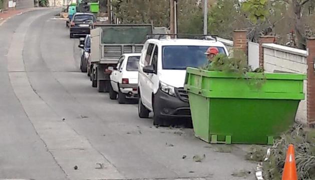 Els contenidors per la recollida de les restes dels arbres han arribat aquest dimecres.