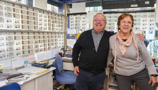 Pere Sans i la seva esposa Toñi gestionen l'administració número 1 de Tarragona, localitzada a la Rambla Nova.