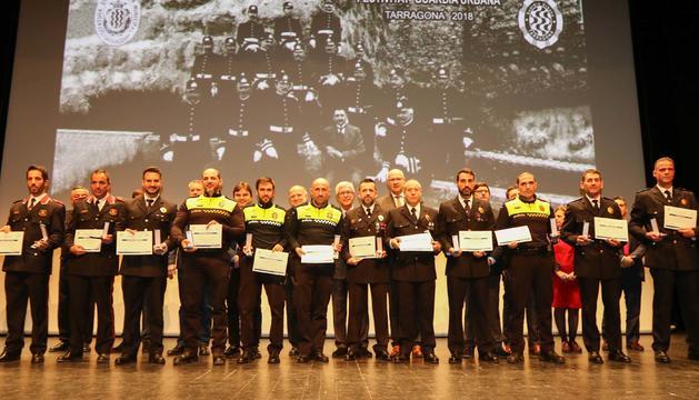 Imatges de l'entrega de medalles i felicitacions durant l'acte de festivitat de la Guàrdia Urbana de Tarragona
