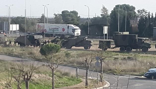 Imatge dels vehicles militars a l'Aldea.