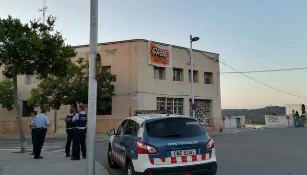 Una patrulla dels Mossos d'Esquadra el dia que van fer fora els ocupes.