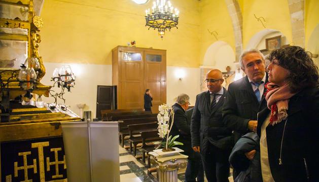 La consellera, durant la seva visita a l'església gòtica de Sant Llorenç, seu del Gremi de Pagesos