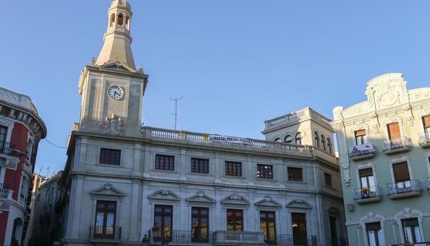 Imatge de la façana de l'Ajuntament de Reus.